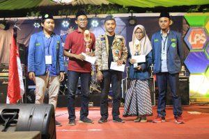 Pelajarkudus.com Sedang menerima Penghargaan Website Pelajar Terbaik Jawa Tengah
