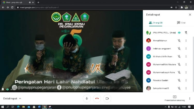 Kader IPNU Peganjaran sedang membacakan do'a khotmil Quran via virtual