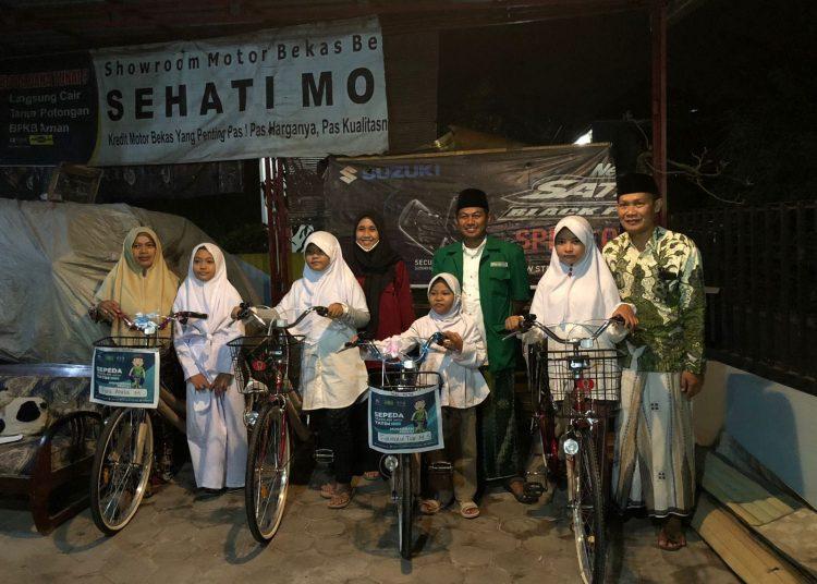 Penyerahan Sepeda Sekolah Kepada Anak Yatim pada Ahad, 3 Oktober 2021 [doc. IPNU IPPNU Trimlati]